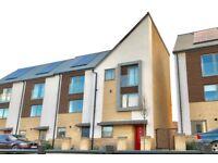 4 Bedroom House (NN5) - 5 mins to Sainsburys & Sixfields - Very close to Town, Train Station & M1