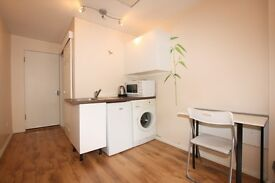 Studio flat in Elm Park Gardens, Hendon, NW4