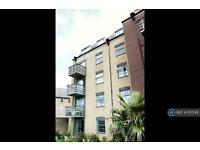 2 bedroom flat in Hewett's Quay, London, IG11 (2 bed)