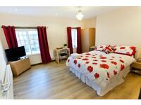 New Years Eve - 7 Double Bedroom City Centre Apartment with 10 Beds by Victoria Centre & University