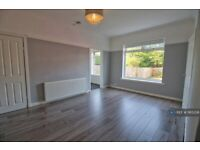 3 bedroom flat in Curtis Avenue, Glasgow, G44 (3 bed) (#1165208)