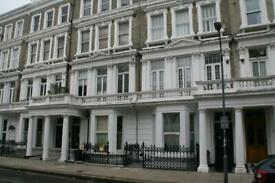 2 bedroom flat in Barons Court Road, West London