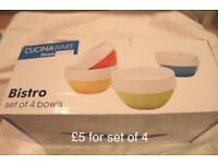 Set of 4 coloured bowls
