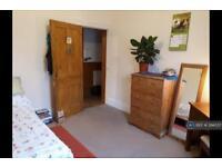 1 bedroom in Heathfield Square, London, SW18
