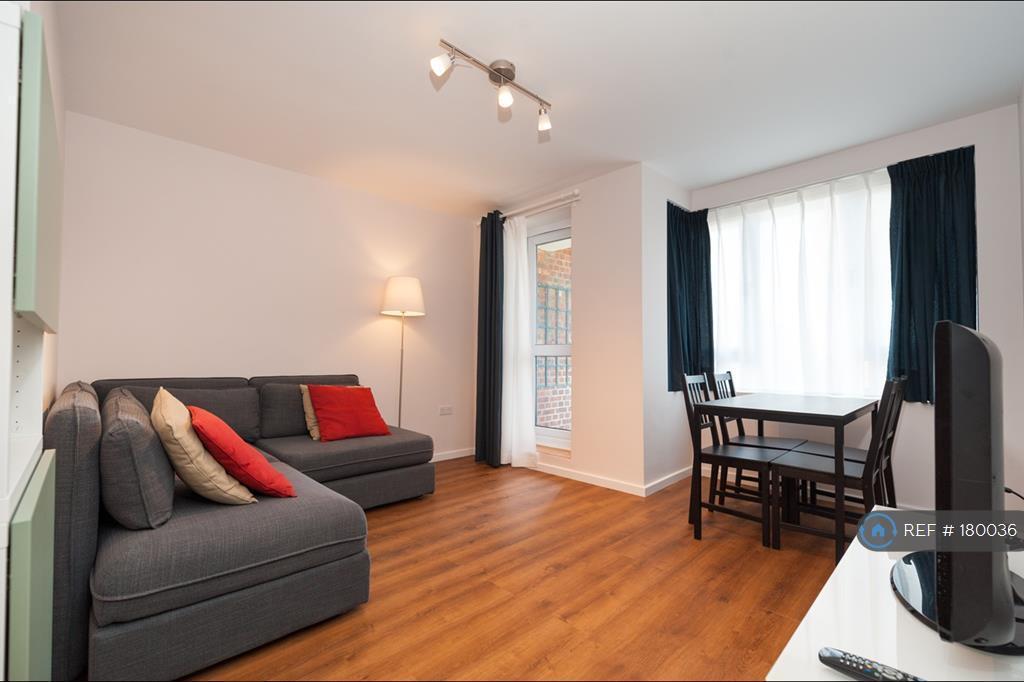 2 bedroom flat in Royal Oak Road, London, E8 (2 bed)