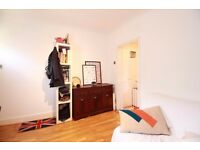 **Beautiful 2 bedroom cottage close to Whetstone High Road in North Finchley available NOW!!**