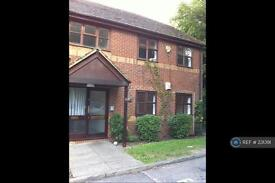 2 bedroom flat in Glenview Court, Epsom Ewell, KT17 (2 bed)