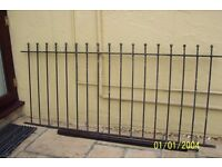 Reclaimed metal fencing. 5 pieces 2mtrs x .9oomls. 4 posts40mis square x1250mls high.