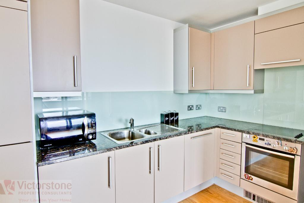 GREAT VALUE ONE DOUBLE BEDROOM APARTMENT - MILE END