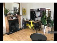 3 bedroom flat in Bethnal Green Road, London, E2 (3 bed)