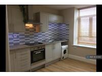 2 bedroom flat in Manor House Street, Leeds, LS28 (2 bed)