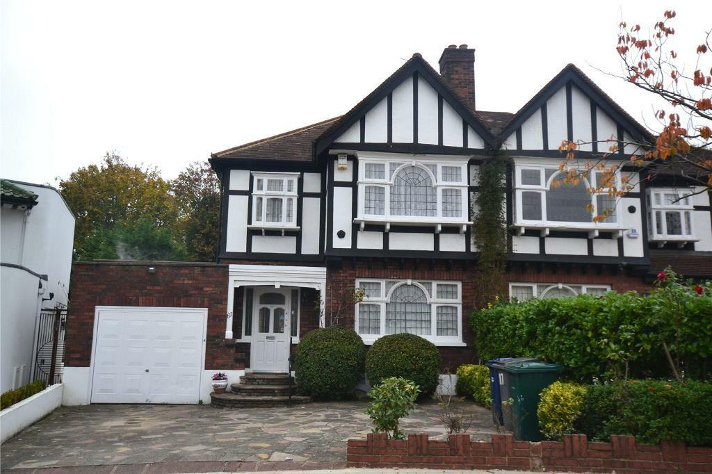 3 bedroom house in Abbots Gardens, East Finchley, London, N2