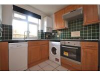 2 bedroom flat in Durnsford Road, Bounds Green, London, N11