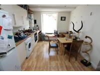 3 bedroom flat in Hornsey Road, Upper Holloway, N19