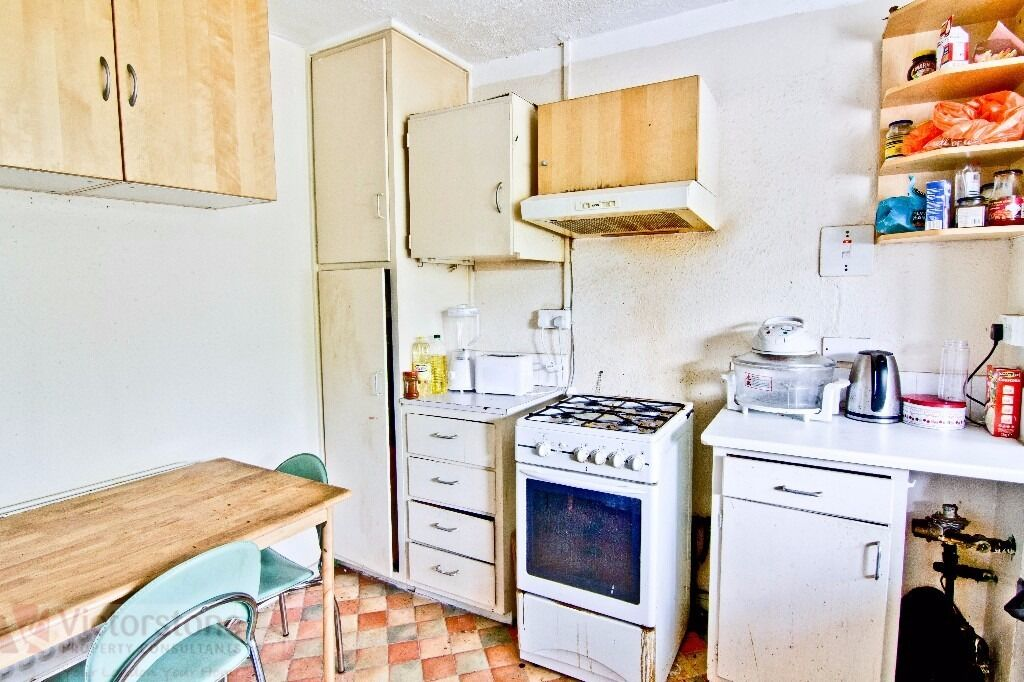 THREE DOUBLE BEDROOM DUPLEX WITH A BALCONY - HOT WATER & HEATING RATES INCLUSIVE