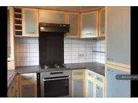 2 bedroom flat in Vicarage Way, Colnbrook, SL3 (2 bed)