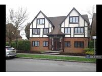 2 bedroom flat in Cleves Court, Beaconsfield, HP9 (2 bed)
