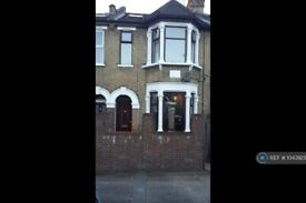 4 bedroom house in Chestnut Avenue North, Walthamstow, E17 (4 bed) (#1043925)