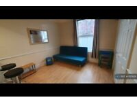 Studio flat in Marlborough Road, Sale, M33 (#1155001)