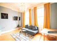 1 bedroom flat in Holland Park Gardens, London, W14 (1 bed) (#1192473)