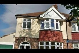 3 bedroom house in Queen Mary Avenue, Morden, Surrey, SM4 (3 bed)