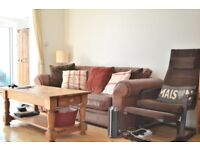 1 bedroom apartment in a great location with private terrace and wooden flooring throughout