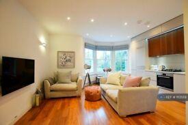 1 bedroom flat in Highgate West Hill, London, N6 (1 bed) (#1113559)