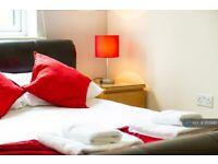 2 bedroom flat in College Way, Filton, Bristol, BS34 (2 bed) (#955995)