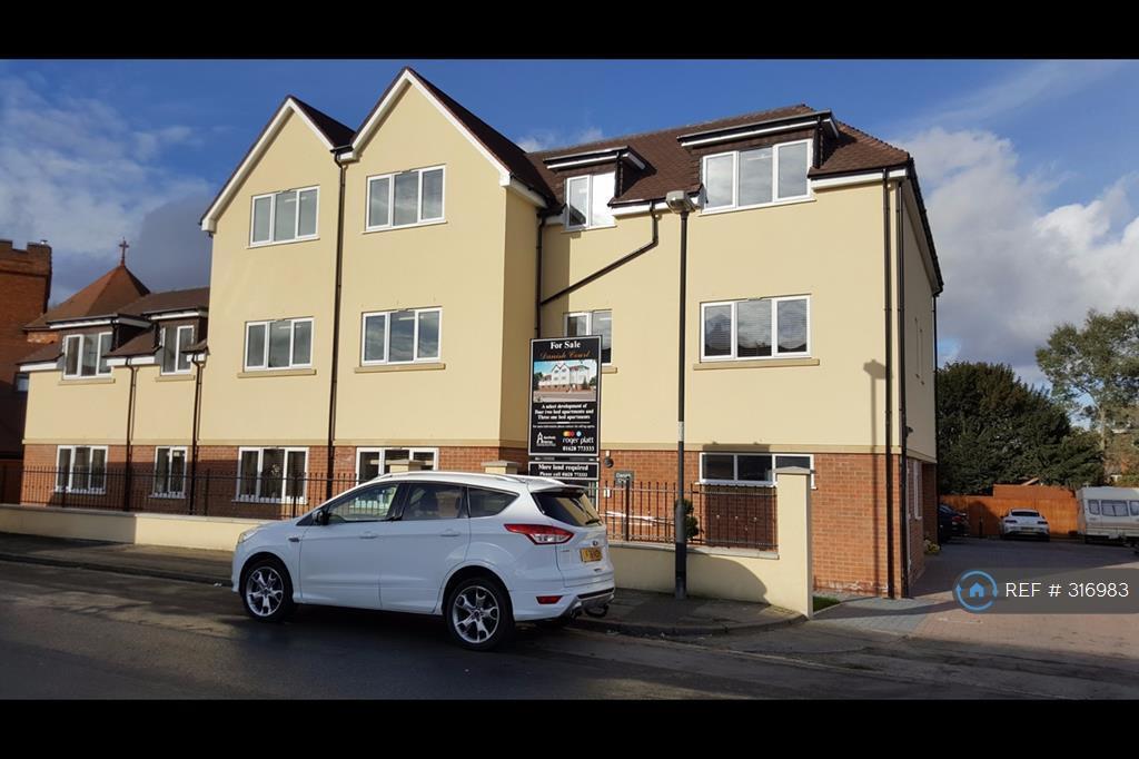2 bedroom flat in Daanish Court, Maidenhead, SL6