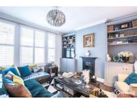 2 bedroom flat in Russell Road, London, N13