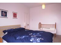 2 Bed Flat in Putney Hill, Putney, London, SW15! Located on Putney Hill, only a short walk town..