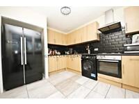 4 bedroom flat in Glenfinlas Way, Camberwell / Oval