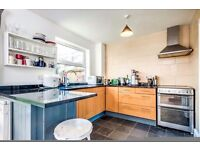 ** SPECTACULAR 3 BEDROOM HOUSE ** BROMLEY ** DO NOT MISS **