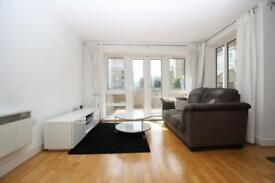 1 bedroom flat in St Davids Square, Isle of Dogs, London E14
