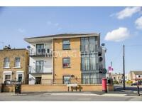 Studio flat in Zurich House, 6 Hatfield Road, Stratford