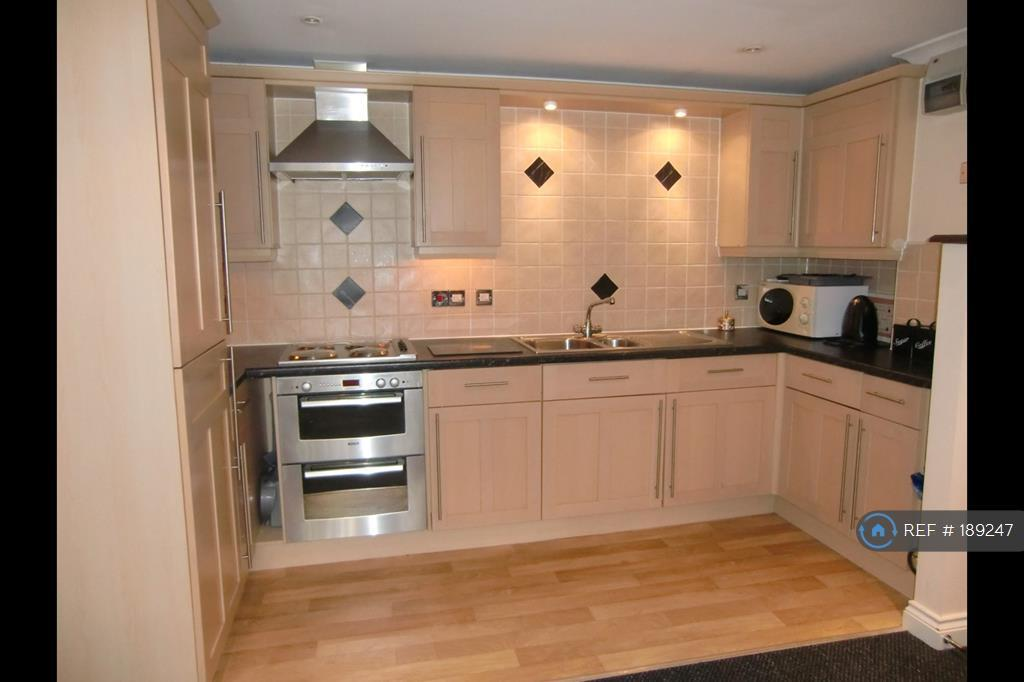 1 bedroom flat in Carlyon Road, St Austell, PL25 (1 bed)