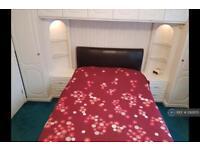 2 bedroom flat in Rutland House, Northolt, UB5 (2 bed)