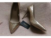 Ladies Gold glitter heels forever 21 size 4