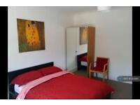 1 bedroom in Woodstock Avenue, London, NW11