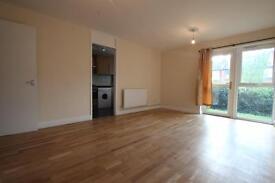 2 bedroom flat in Springfield Close, Woodside Park