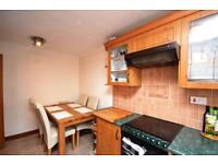 2 bedroom flat in Blackdown Close, East Finchley, N2