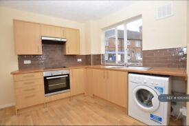 3 bedroom flat in Victoria Way, Woking, GU21 (3 bed) (#1050510)