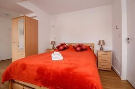 BRIGHT AND SPACIOUS STUDIO FLAT WITH SEPARATE KITCHEN TO RENT IN THE HEART OF CENTRAL LONDON!