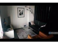 Studio flat in Pan Peninsula West, London, E14