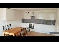 3 bedroom flat in Caledonian Road, London, N1 (3 bed) (#1053149)