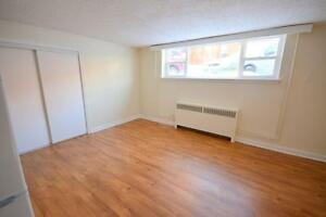 SPACIOUS BACHELOR FOR RENT MAY 1ST ~ 3 BLOCKS FROM U OF O