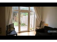 4 bedroom house in Hanover Road, London, NW10 (4 bed)