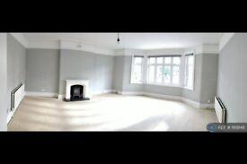 2 bedroom flat in Wallington, London, SM6 (2 bed) (#1169148)