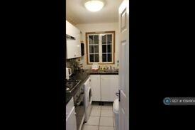 3 bedroom flat in Brixton Road, London, SW9 (3 bed) (#1094904)