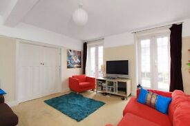 WONDERFUL 3 BED PROPERTY! HUGE BALCONY AND COMMUNAL GARDEN + PARKING!